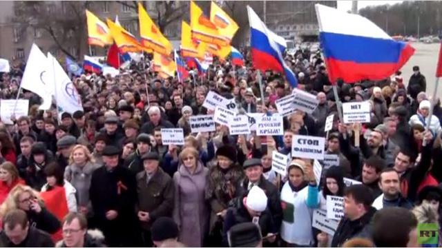 تظاهرات في روستوف تضامنا مع سكان شبة جزيرة القرم (فيديو)