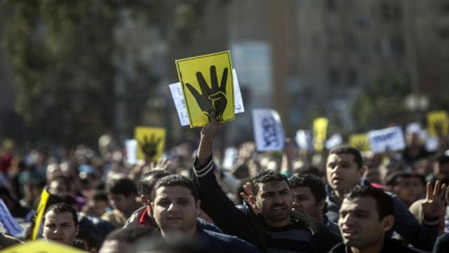 تقرير لجنة تقصي حقائق مصرية يحمل محتجين إسلاميين مسؤولية سقوط قتلى في اعتصامي رابعة والنهضة