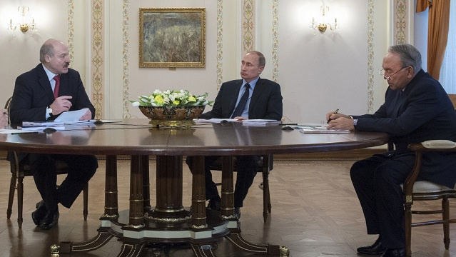 بوتين يدعو الاتحاد الجمركي إلى مساعدة أوكرانيا على الخروج من الأزمة