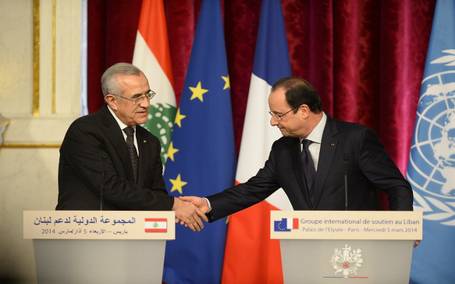الرئيس اللبناني يدعو المجتمع الدولي إلى التضامن مع بلاده وهولاند يعده بتقديم الدعم