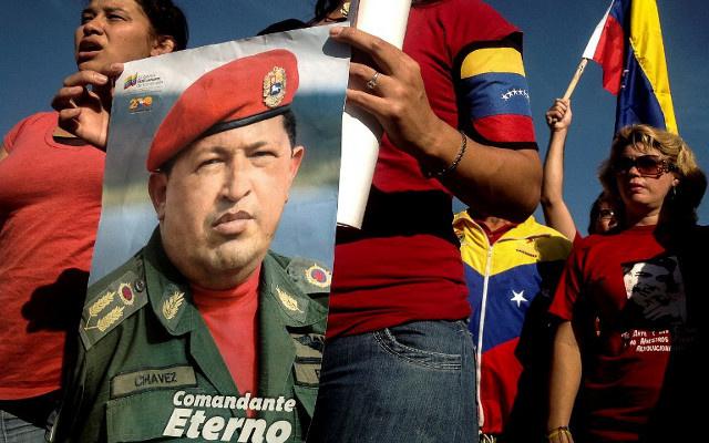 عشرات الآلاف من الفنزويليين يحيون ذكرى وفاة هوغو تشافيز
