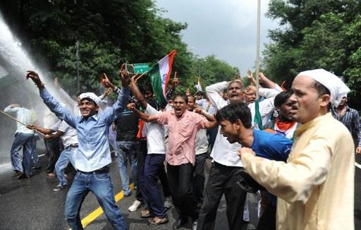 اشتباكات في نيودلهي بعد إعلان موعد الانتخابات البرلمانية
