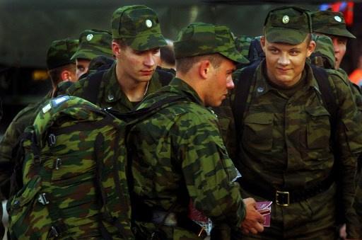 كندا ترحل 9 عسكريين روس