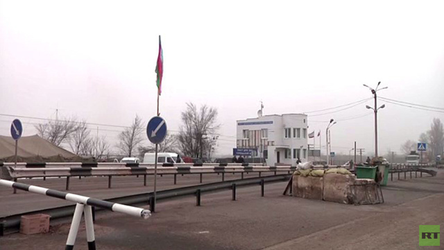 بالفيديو .. نقاط تفتيش عند حدود القرم