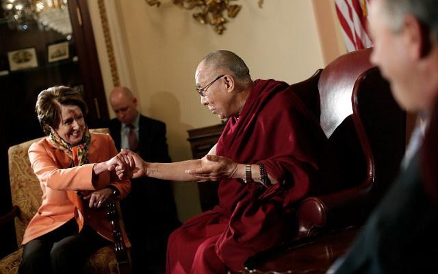 الصين تعبر عن غضبها من لقاء الدالاي لاما بمشرعين أمريكيين