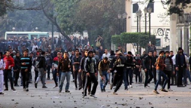 مقتل 3 أشخاص وإصابة نحو 30 في اشتباكات بين أنصار