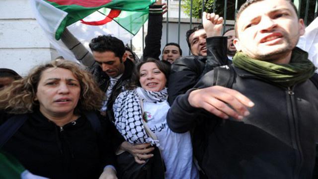عشرات النساء يتظاهرن في الجزائر إحياء لذكرى ضحايا العنف في التسعينات