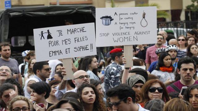 الآلاف يتظاهرون في بيروت ضد العنف الأسري