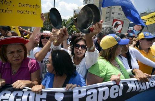 آلاف المتظاهرين يحتجون على نقص المواد الغذائية في فنزويلا