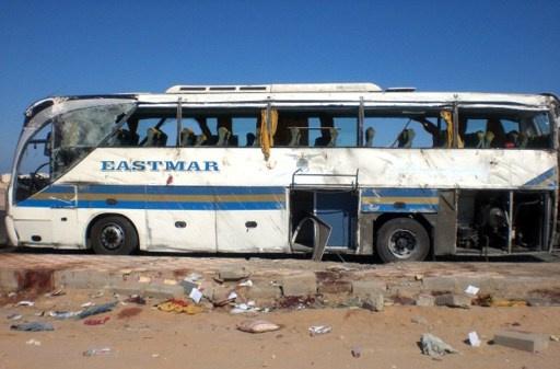 مصرع 9 أشخاص وإصابة 30 في انقلاب حافلة قرب الغردقة