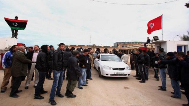 مهدي جمعة يزور معبر رأس الجدير الحدودي بين تونس وليبيا