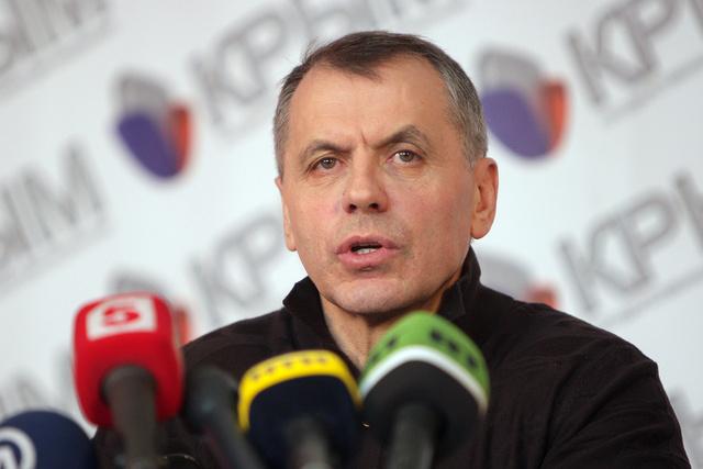 قسطنطينوف: سلطات القرم تفرض سيطرة كاملة على الوضع في الجمهورية