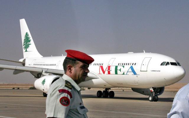 وزير النقل العراقي يعتذر عن تسبب ابنه بإعادة رحلة آتية من بيروت