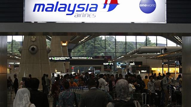 السلطات الماليزية ترجح فرضية تفكك طائرة الركاب المنكوبة وهي في الجو