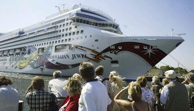 تونس تمنع 20 سائحا إسرائيليا من مغادرة سفينة نرويجية رست في مينائها