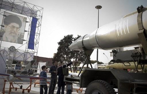 بالفيديو.. الحرس الثوري الإيراني يتسلم صواريخ مزودة برؤوس منشطرة