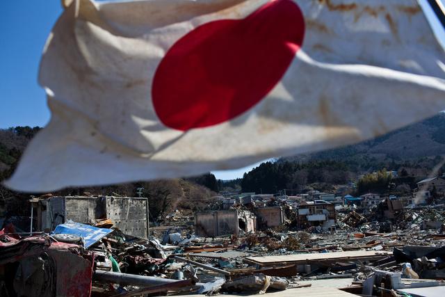 اليابان تحيي الذكرى الثالثة للتسونامي وحادث فوكوشيما النووي(صور+فيديو)