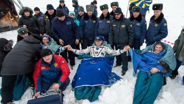 عودة 3 رواد فضاء الى الأرض بعد 5 أشهر من العمل على متن المحطة الفضائية الدولية