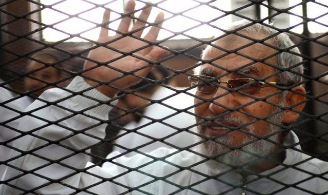 تأجيل محاكمة بديع و48 إخوانيا إلى اليوم 19
