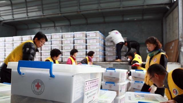 كوريا الجنوبية ترسل شحنة مساعدات إنسانية كبيرة إلى جارتها الشمالية
