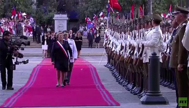 الرئيسة التشيلية باشيليه تعود من جديد للقصر الرئاسي (فيديو)