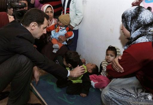 بالفيديو.. الأسد يزور عدرا بعد 7 أشهر من زيارته لداريا بريف دمشق