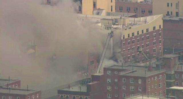 مقتل شخصين وإصابة أكثر من 20 آخرين في انهيار مبنيين في نيويورك