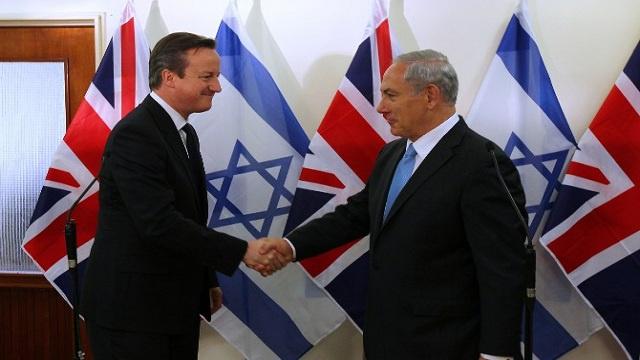 كاميرون يعد الفلسطينيين والإسرائيليين بحزمة معونات اقتصادية إذا توصلوا الى اتفاق