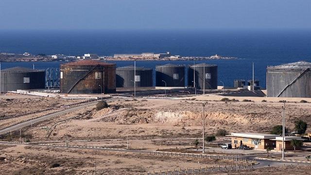 ليبيا تمنح المسلحين أسبوعين لرفع الحصار عن الموانئ