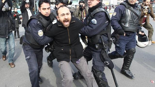 مصرع شخصين وتوسع رقعة الاحتجاجات في تركيا الى أكثر من 30 مدينة (فيديو)