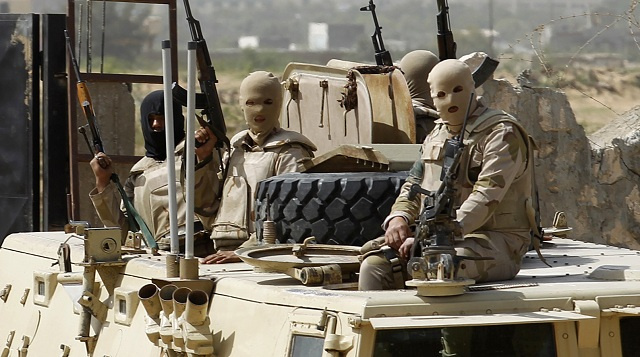 مقتل ضابط مصري وإصابة 3 عسكريين بإطلاق نار من قبل مجهولين