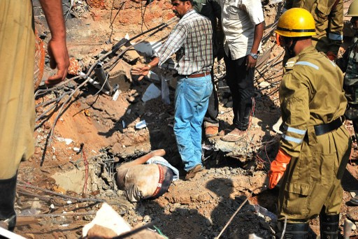 مقتل شخص في انهيار مبنى من 7 طوابق في مدينة مومباي الهندية (فيديو)