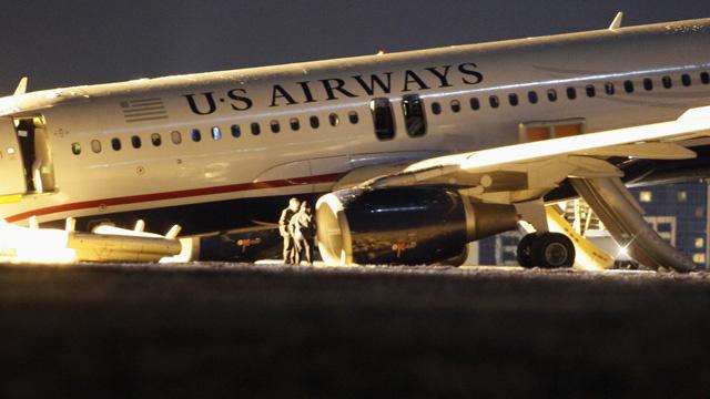 نجاة جميع ركاب طائرة أمريكية بعد محاولة اقلاع فاشلة (بالفيديو)