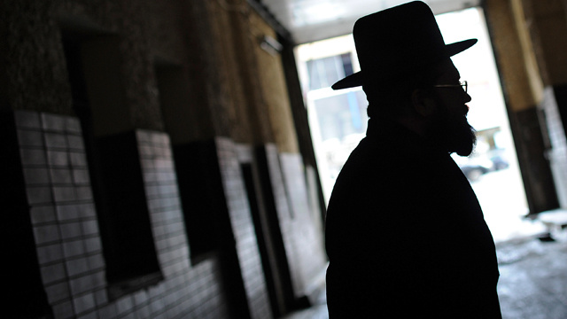 مجهولون يعتدون على حاخام يهودي في كييف