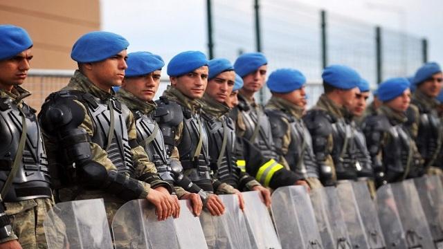 تركيا تضع جيشها في حالة استنفار وداعش تنسحب باتجاه الرقة