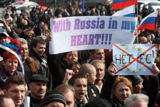 تظاهرة في دونيتسك الأوكرانية تطالب بإجراء استفتاء في المقاطعة على غرار استفتاء القرم