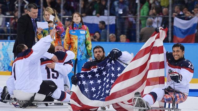 أمريكا تنتزع ذهبية هوكي الجليد من روسيا في باراولمبياد سوتشي 2014