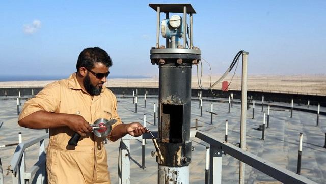 المسيطرون على المنشآت النفطية الليبية يبدون استعدادهم لمفاوضة الحكومة