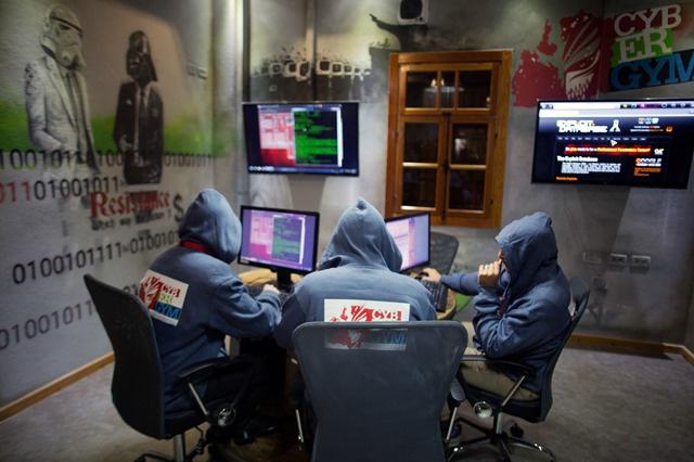 وزير الإعلام لجمهورية القرم يتهم المخابرات الأمريكية في تنفيذ هجوم إليكتروني على موقع الاستفتاء