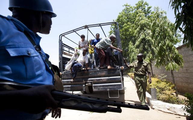 الشرطة الكينية توقف شخصين يقودان سيارة مليئة بالمتفجرات