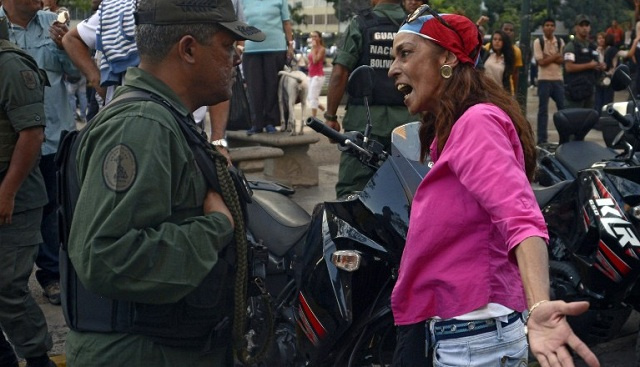 مادورو يرسل وحدات من الجيش الى كاراكاس وحصيلة موجة الاحتجاجات تصل الى 29 قتيلا