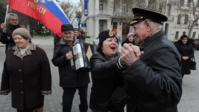 كندا تفرض عقوبات على مسؤولين روس وطوكيو تعلق المشاورات مع موسكو حول التأشيرات
