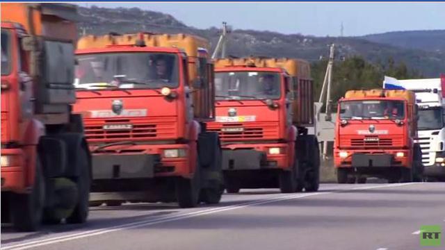 قافلة مساعدات روسية تصل مدينة سيفاستوبول (فيديو)