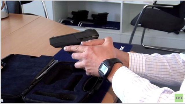 بالفيديو.. مسدس لا يستطيع استخدامه إلا صاحبه!