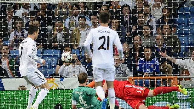 ريال مدريد يجدد فوزه على شالكه بأقل مجهود ويبلغ رسميا ربع نهائي دوري الأبطال