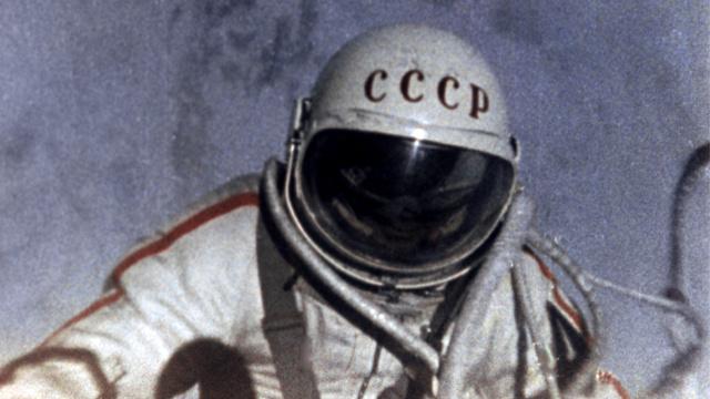 49 عاما على خروج الإنسان إلى الفضاء المكشوف