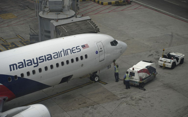 شهود عيان يؤكدون رؤية الطائرة الماليزية في المالديف.. وماليزيا تنفي