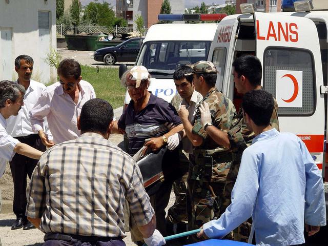 قتلى وجرحى باصطدام سيارة بقطار قرب مرسين التركية