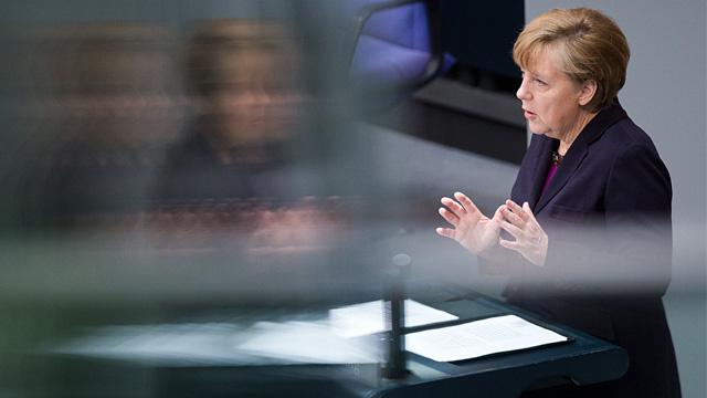 ميركل تهدد روسيا بالعقوبات الاقتصادية