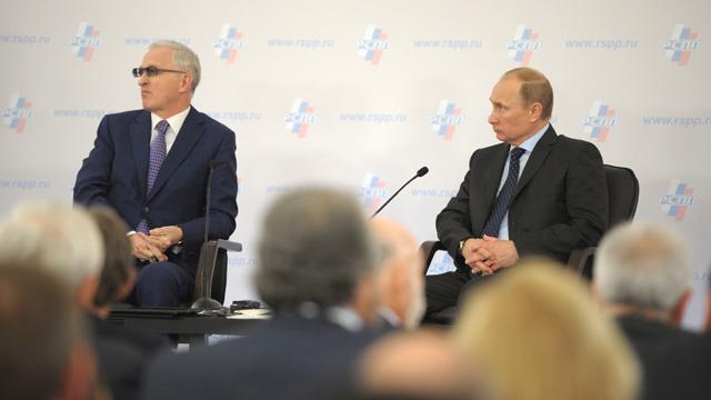 بوتين يدعو رجال الأعمال إلى تعزيز الثقة بالاقتصاد الوطني